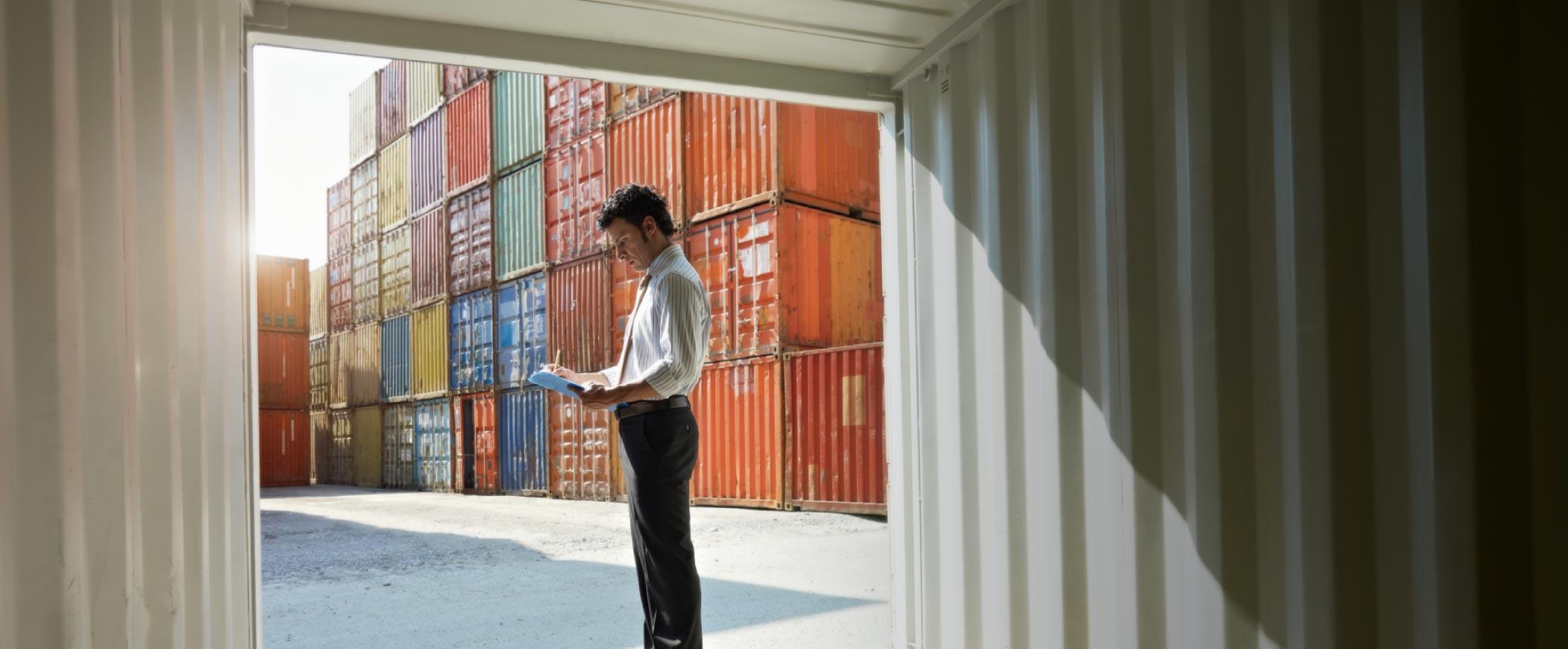 Air & Sea per importazioni ed<br/>esportazioni in tutto il mondo.<br/>Scopri i servizi esclusivi.